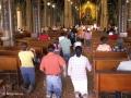 Dagelijks kruipen gelovigen naar het beeld van La Negrita in de basiliek