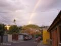 Regenboog boven het kleurrijke stadje Liberia