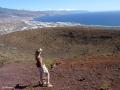 Aan de rand van de 300m grote krater van Montaña Grande in Güímar