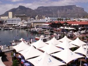 Uitzicht op V&A Waterfront en Tafelberg vanaf restaurant Spur.