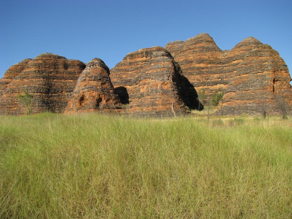 Bungles in Purnululu NP, de oranje-zwarte bijenkorfvormige rotsformaties.