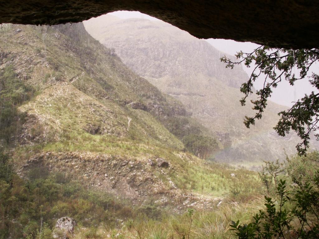 Drakensbergen - Is schuilen onder een rots bij bliksem wel zo verstandig?