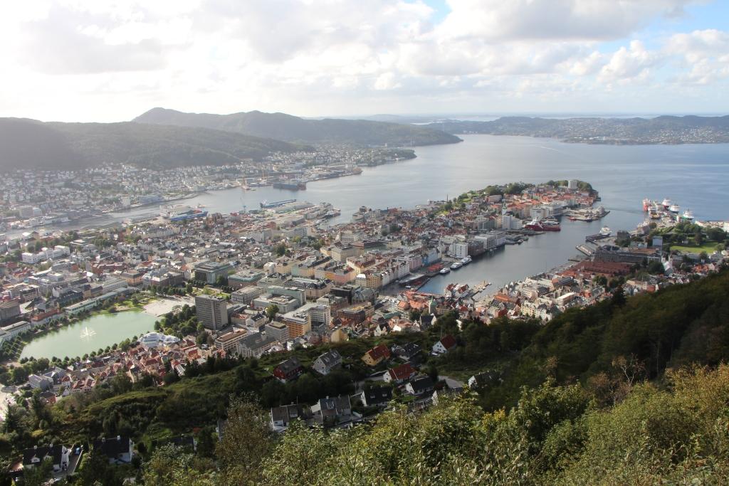 Bergen - Uitzicht op Bergen vanaf de berg Fløyen