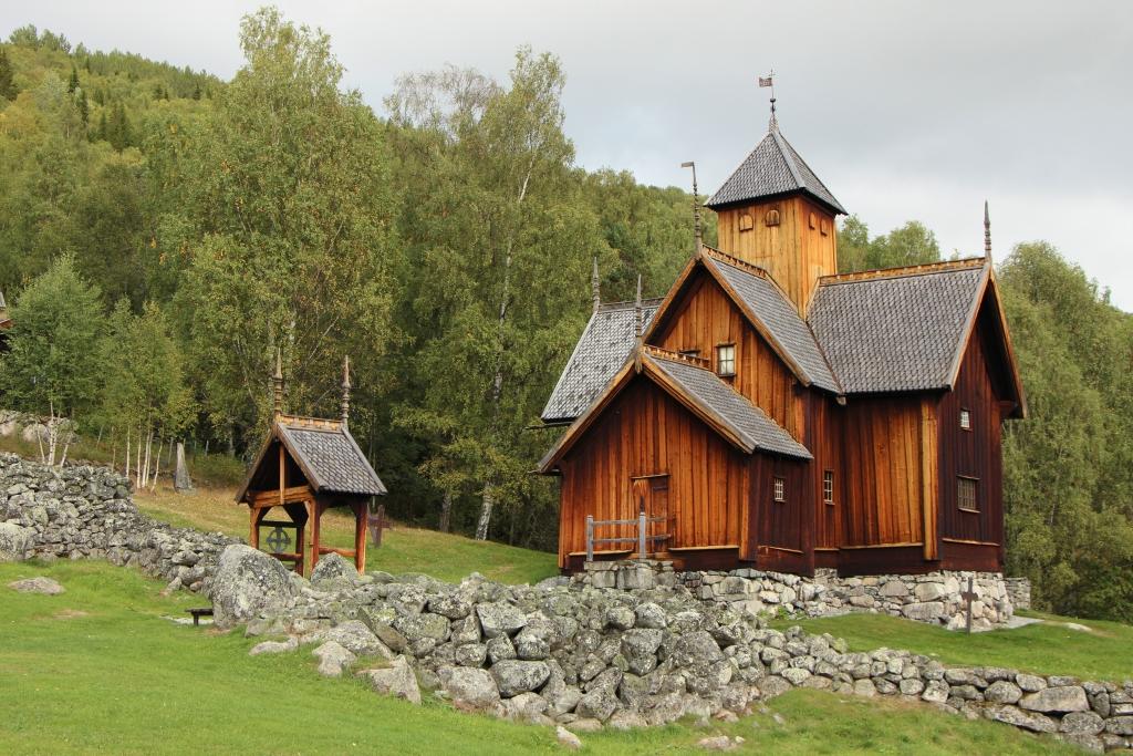 Uvdal - De kerk van Uvdal staat op een heuvel en maakt deel uit van een openluchtmuseum