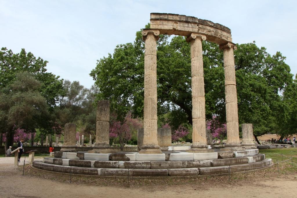 Ruïne van de Philippeion in het oude Olympia.