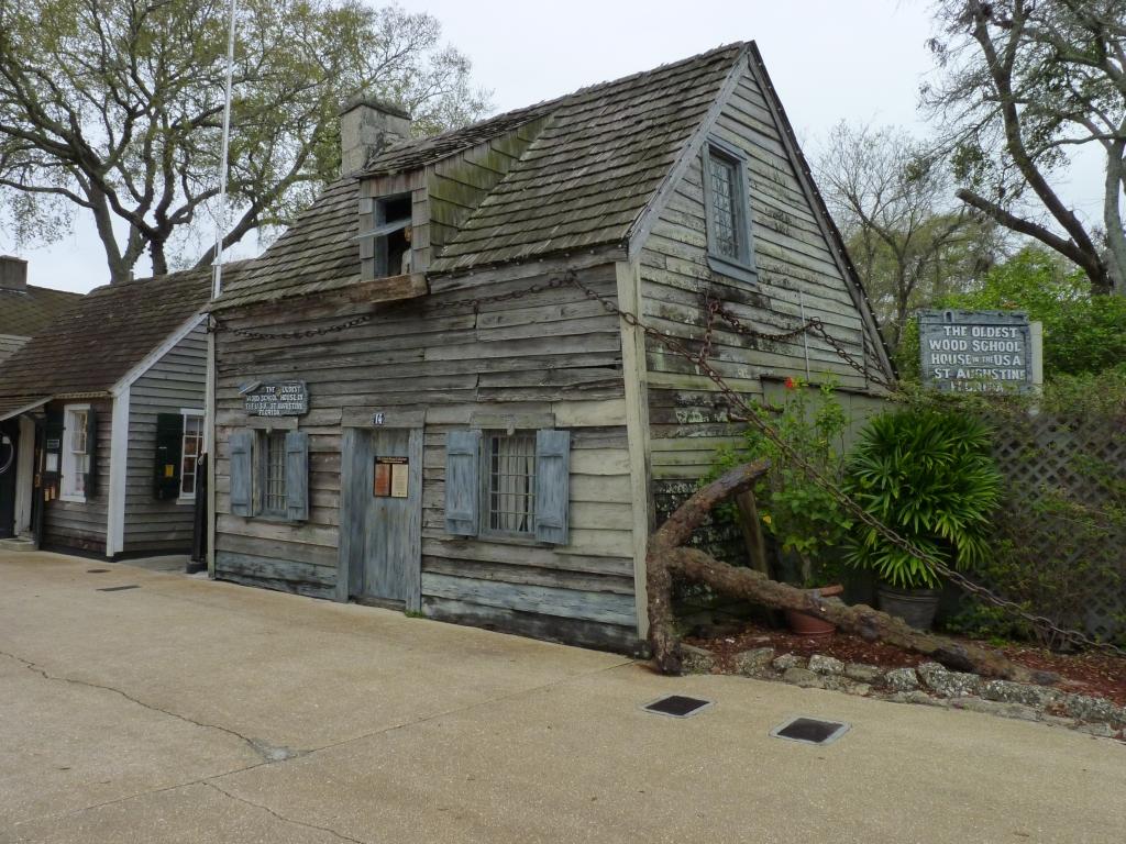 Het oudste houten schoolgebouw van de VS, uit halverwege de 18e eeuw, staat in St Augustine.
