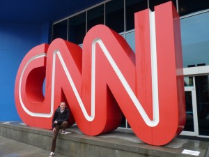 Voor het CNN center in Atlanta (op de letters klimmen is ten strengste verboden).