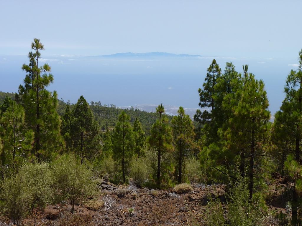 Zicht op La Gomera op de route naar Paisaje Lunar