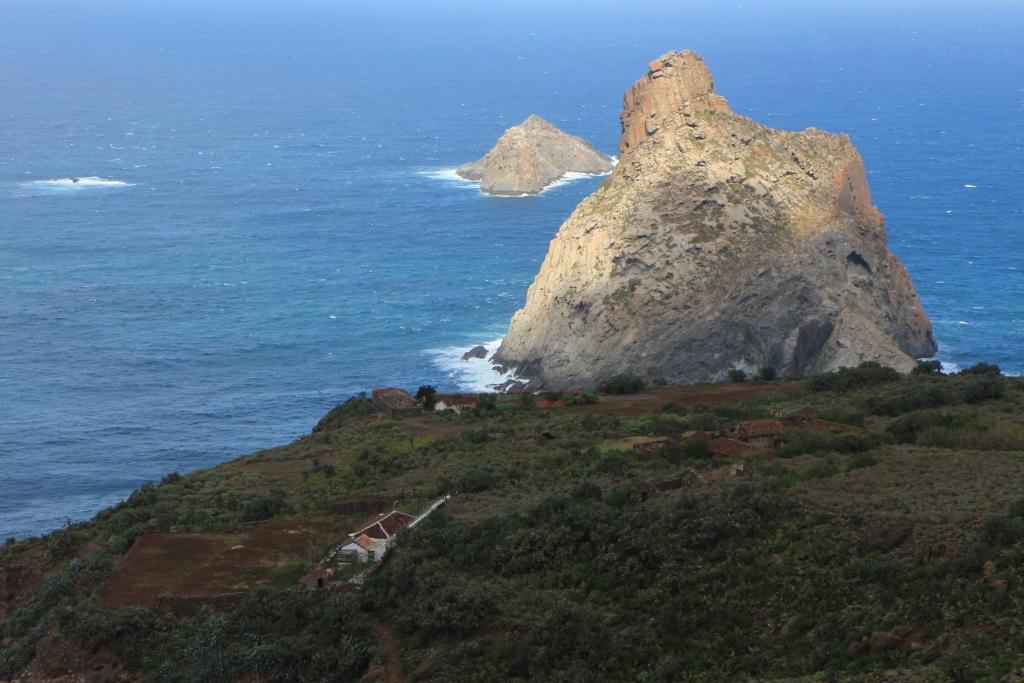 De Roque del Dentro is beeldbepalend voor de ruige noordoostkust van Tenerife
