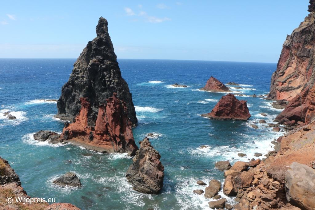 De Pedra Furada is een ware publiekstrekker de grillige noordkust van het schiereiland