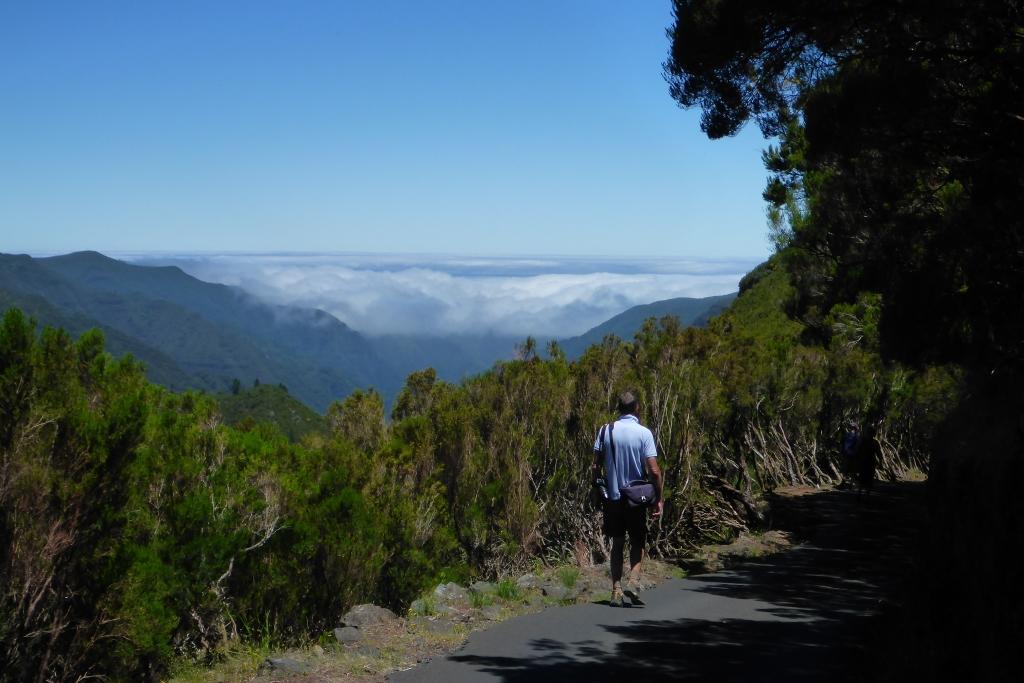 In de verte het wolkendeken over noordelijke Madeira