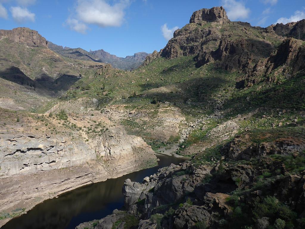 Het grootste stuwmeer van Gran Canaria is nagenoeg leeg