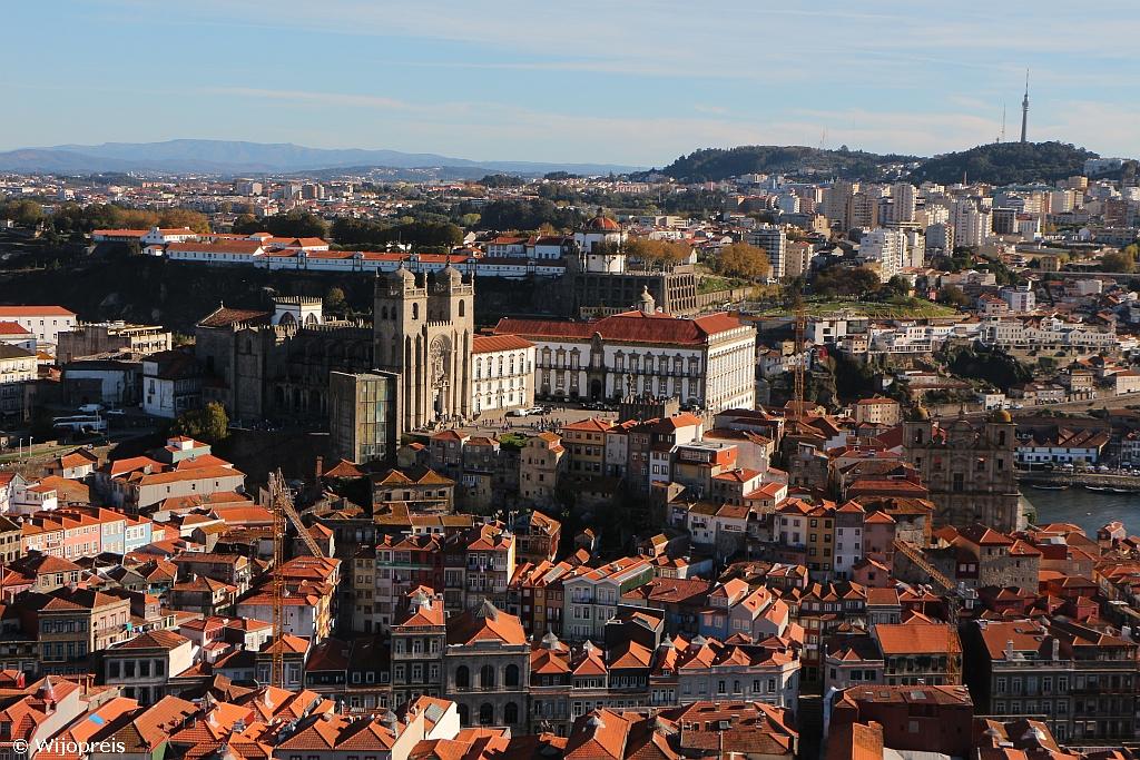 Close up van de Sé Catédral vanaf de Torre dos Clérigos