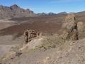 De Ucancavlakte bij de Ucancavlakte bij Pico del Teide met vingervormige lavauitlopers en de rotsformatie Catedral