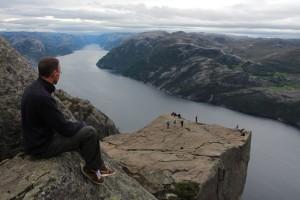 Het uitzicht van Preikestolen op het Lysefjord, is fenomenaal, hoogtevrees tartend.
