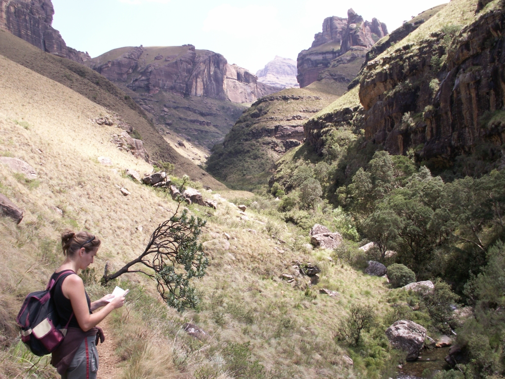 Aan het begin van onze wandeling door de Drakensbergen van Zuid-Afrika.