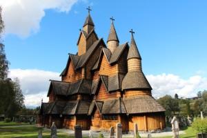 De staafkerk van Heddal is de grootste overgebleven staafkerk van Noorwegen.