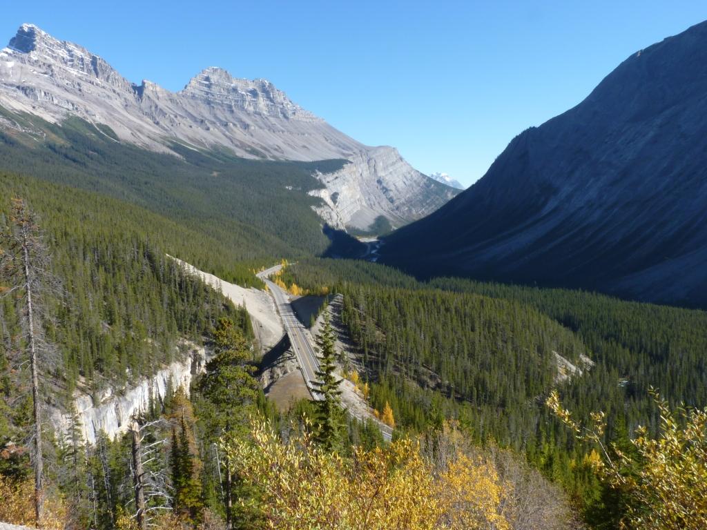 De Icefield Parkway loopt door het mooiste landschap van Canada, dwars door de Rocky Mountains.