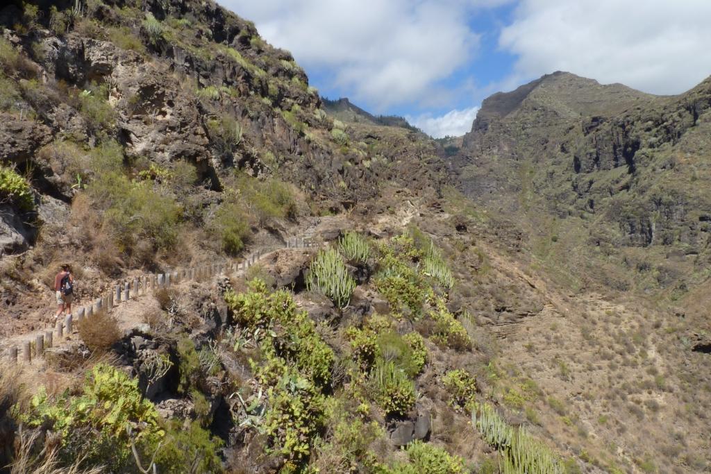 Een warm begin van de route op de zonnige helling van Barranco del Infierno.